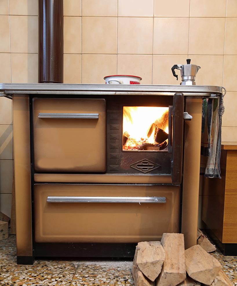 À quoi ressemble une cuisinière à bois avec bouilleur