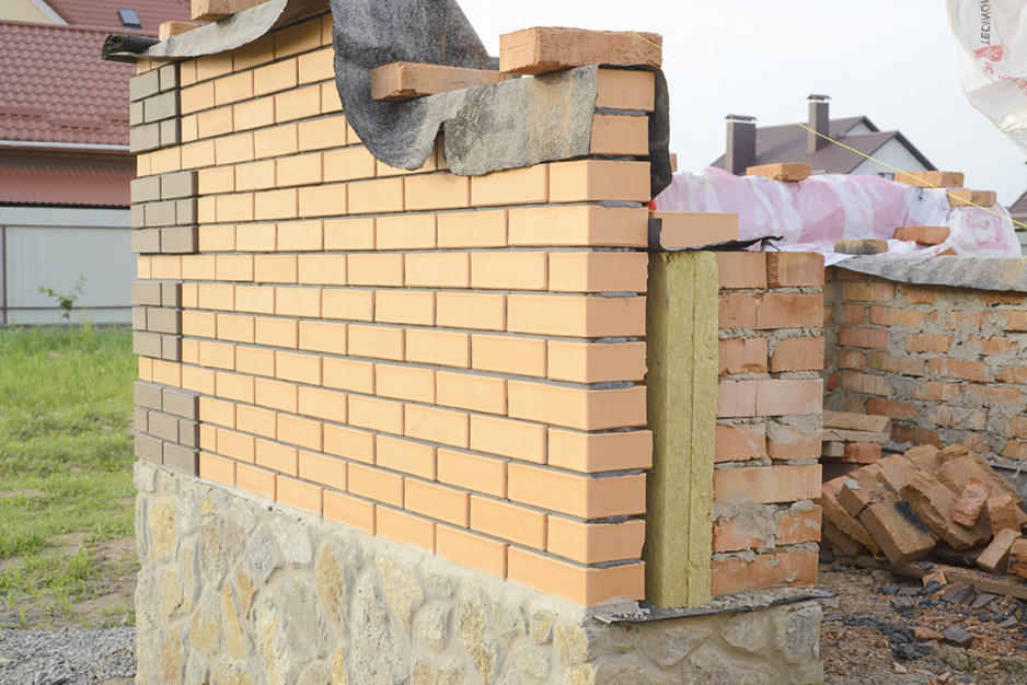 Isoler un mur en briques