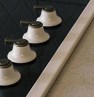 plaques de cuisson gaz induction ou vitroc ramique. Black Bedroom Furniture Sets. Home Design Ideas
